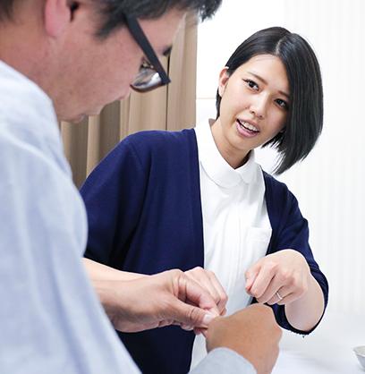 医師、看護師、臨床検査技師、管理栄養士、事務職員が連携し、それぞれの専門性を生かしながら様々な医療ニーズに対応しています。